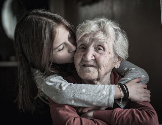 6 dicas para fazer um idoso mais feliz