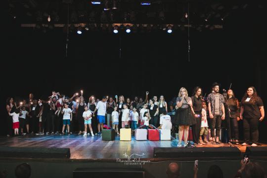 Crianças e jovens autistas no Concerto Azul