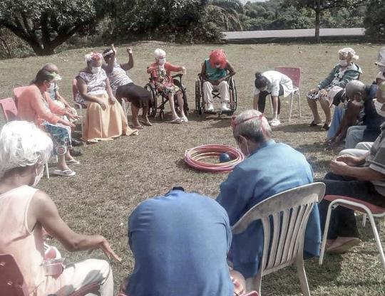 Um lar de amor e cuidados: Fisioterapia e terapia para idosos