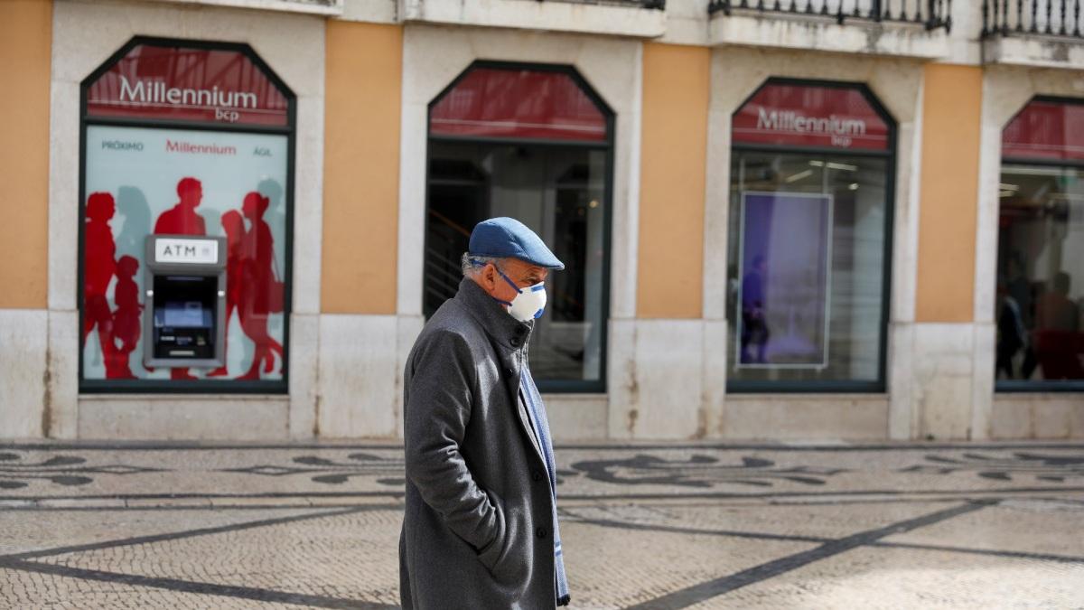 Uso de máscaras ao ar livre deixa de ser obrigatório em Portugal