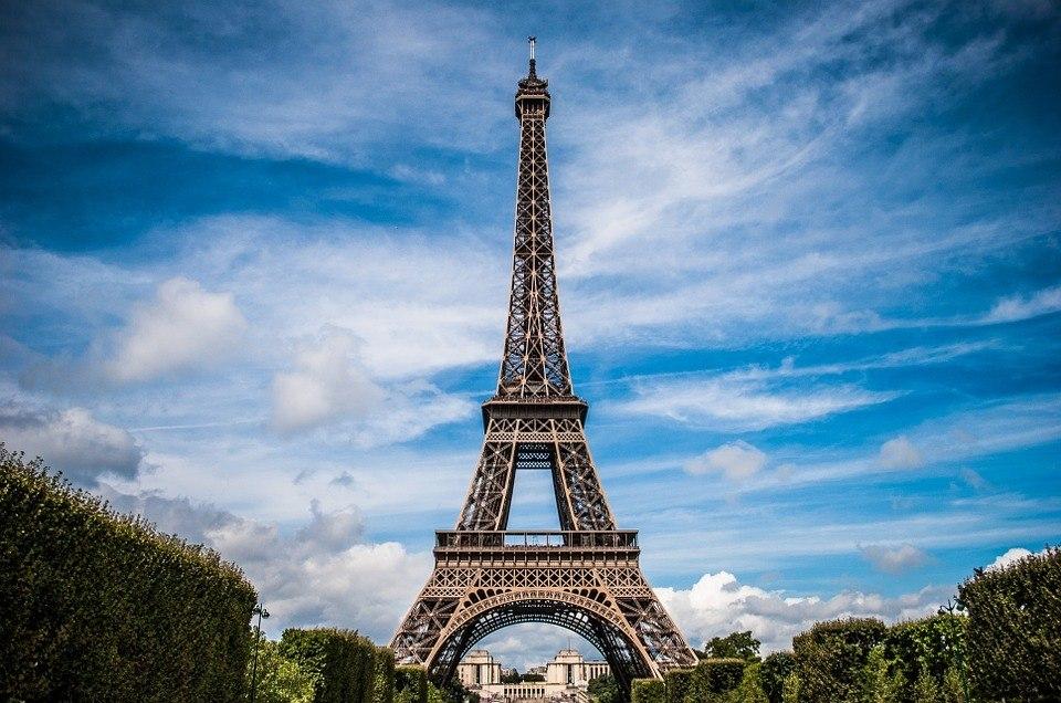 Torre Eiffel reabre para visitantes depois de ficar três meses fechada
